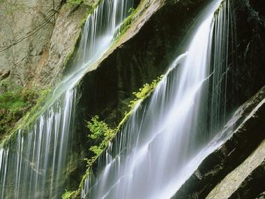 Земля подавляет Воду